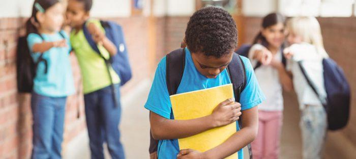 Bullying nas escolas deve ser combatido.